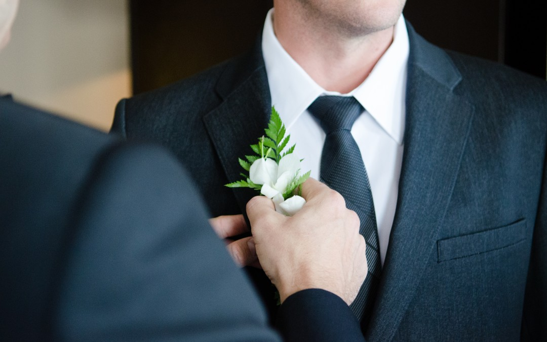 Choosing the right artificial buttonholes and corsages